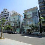 【サカエサウススクエア:1階19.19坪】ナディアパーク近く、人気の呉服町通り沿い!全面ガラス張りでとても綺麗な建物です!