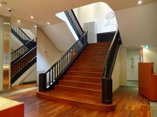 エフジー久屋ビル室内階段