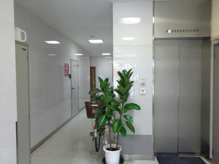 エレベータエントランス