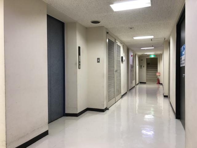 栗ビル(廊下)